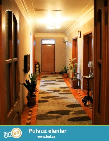 Очень срочно в Бинагадинском районе,в поселке Бинагади продается 7-и комнатная,2-ух этажная дача,расположенная на 7 сотках...