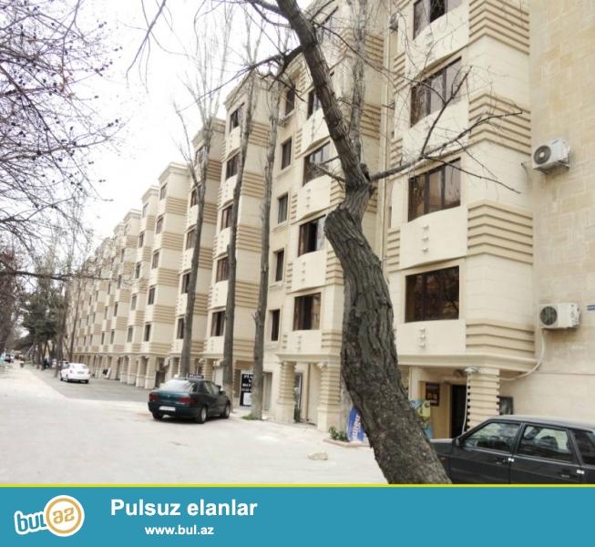 Cдается 3-х комнатная квартира в центре города,по проспекту Матбуат, рядом с кругом Гелебе...
