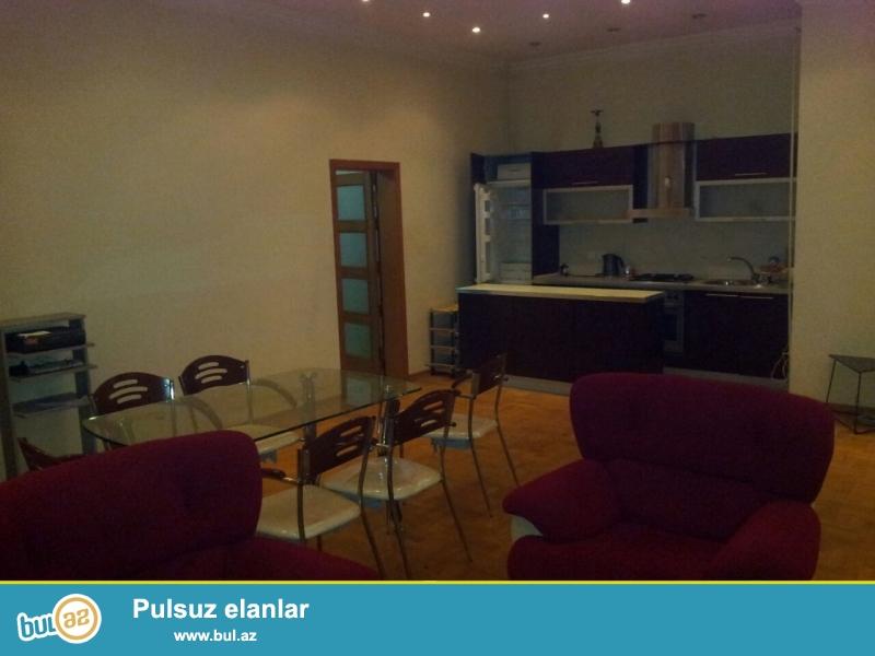Новостройка! Cдается 3-х комнатная квартира в центре города,по улице Бакхианова, рядом с парком Деде Горгуд...