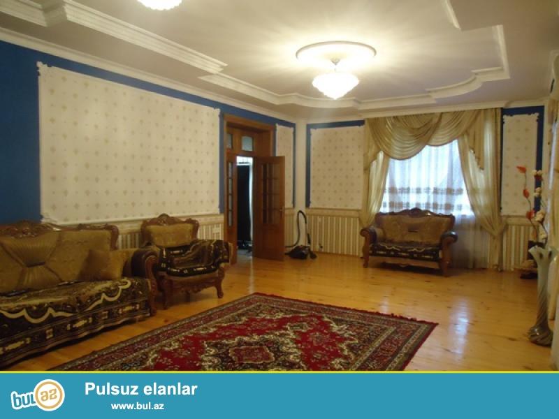 N. Nerimanov m-sunun yanimda 5 m-li binanin 4-cu m-de 1 otaqli  ev kiraye verilir...