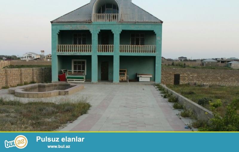 Срочно!В Сабунчинском районе,в поселке Пиршаги,в 1-ом ряду около моря продается 2-ух этажная дача под маяк...