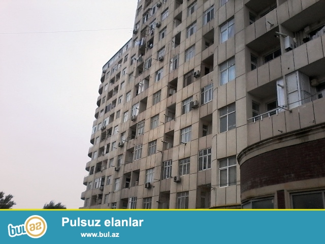 Q.Qarayev metrosunun yaxınlığında M.Şərifli küçəsində 14/7-ci mərtəbəsində super təmirli,yelçəkən,qazı və çəxarışı olan 3 otaqlı mənzil satılır.