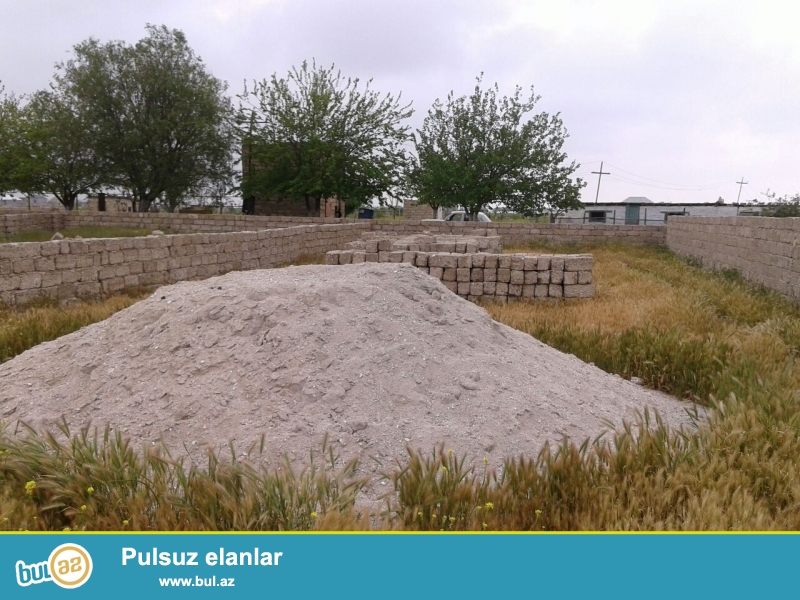 Təcili! Abşeron rayonu, Hövsən Südçülük sovxozu ərazisində yerleşən dörd tərəfdən beş daş hasarla hasara alınmış 2...
