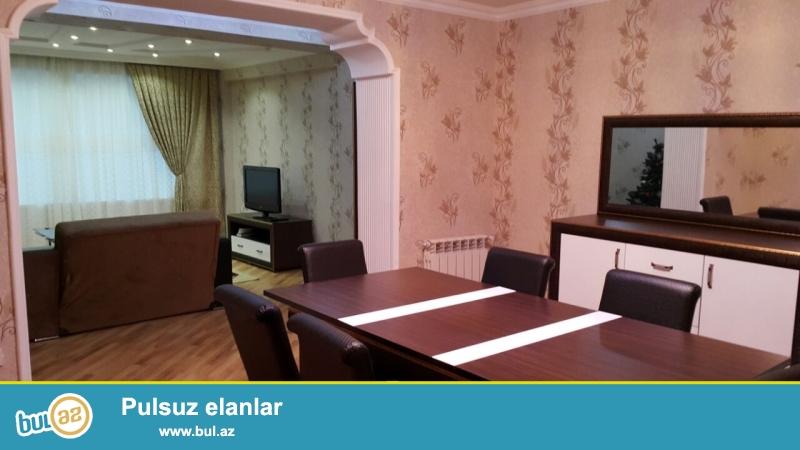 Около Зимнего парка, сдается 3 ком квартира, очень уютная квартира, во всеми удобствами ( мебель, бытовая техника )...