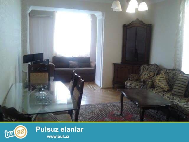 Cдается 3-х комнатная квартира в центре города,по проспекту Азадлыг, рядом с Онкологией...