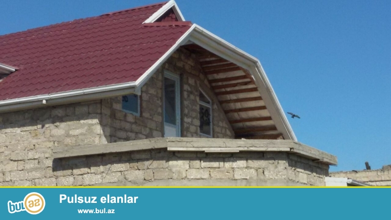 Təcili 2 sotun içində 120 kvadrat metr sahədə həyət evi satılır.<br /> <br /> Ev 2daşla tikilib...