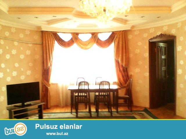 Gənclik  metrosunun  yaxınlığı  Atatürk  prospektində  yeni  tikilmiş  binada  3  otaqlı  mənzil  kirayə  verilir...