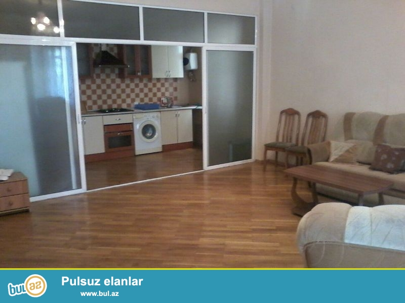 Очень срочно в Сабаиловском районе около Ахундовского сада сдается 3-ех комнатная квартира...