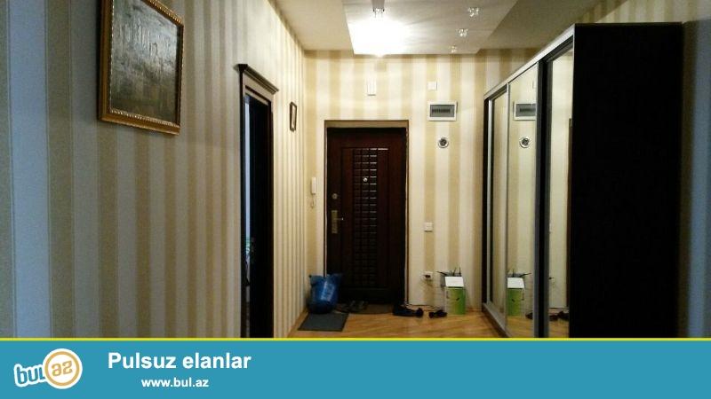 В Ясамальском районе,около метро Низами,срочно сдается 3-ех комнатная квартира...