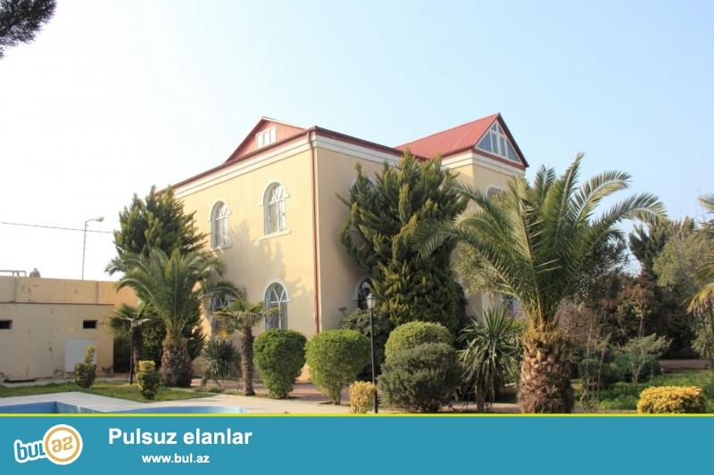 В Хазарском районе,в поселке Мардакян продается 2-ух этажная дача площадью 300 кв...