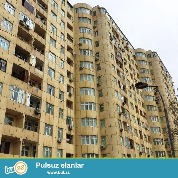 Очень срочно!В Низаминском районе,по улице Шерефли МТК-ЯШЫЛ ОБА продается 3-ех комнатная квартира переделанная на 2 комнаты...