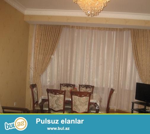 В Наримановском районе около метро Гянджлик,сдается 3-ех комнатная квартира,со всей обстановкой...
