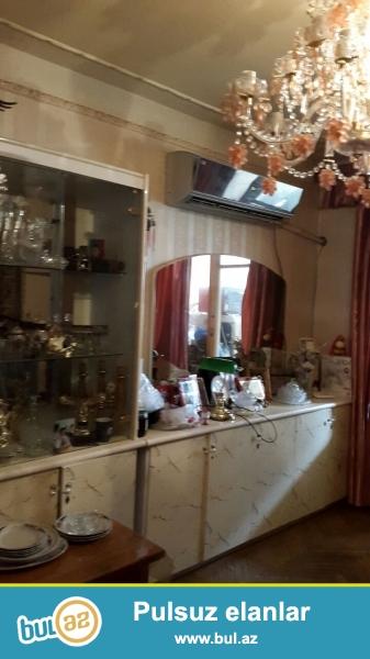 Bakixanov qeesebesinde tecili ev satilir . 3 mertebeli evin 1 ci mertebesinde 3 otaqli ela temirli ev ...