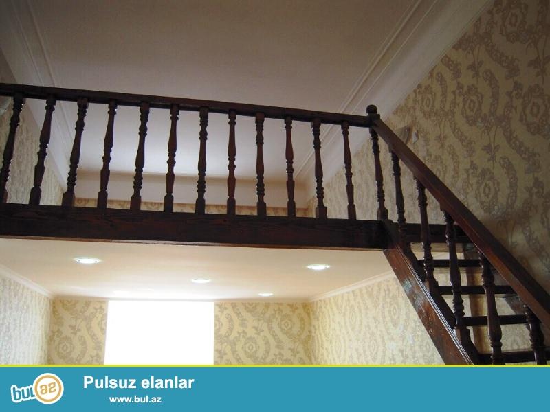По проспекту Азадлыг,бывший Карл Макс очень срочно продается 1-о комнатная квартира переделанная на 2 комнаты...