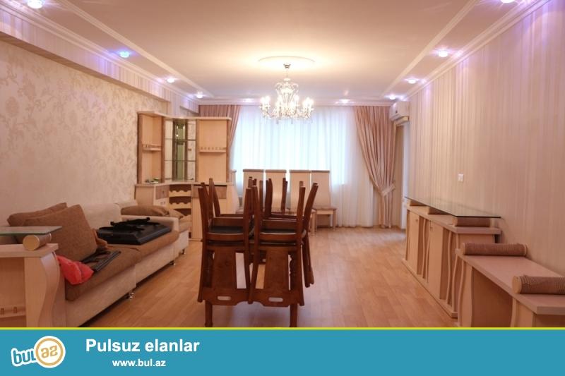 Yasamal Rayonu Cəfər Cabbarlı küçəsi,Metro Nizaminin yani,Yeni tikili binada 19/16 ümumi Sahəsi 165Kv...