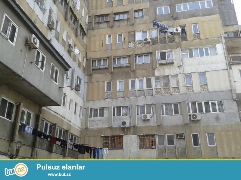 Продается 3-х комнатная квартира, по проспекту Азадлыг, около Наримановского Загса, 8/9 этажного экспериментального каменного здания, общая площадь 90 кв...