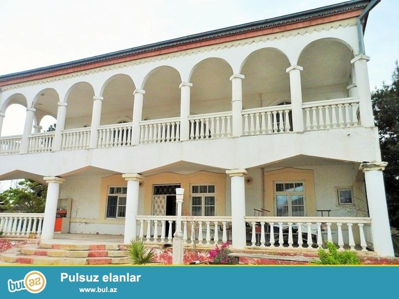 Срочно! В посёлке Шувалан, за Шувалан парком продается 2-х  этажный, площадью 400 квадрат,  8-и комнатный со старым ремонтом фундаментальный  частный дом расположенная на 16 сотках земли...