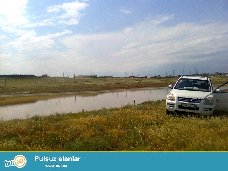 Sarayda Baki-Sumqayit yolundan 3 deqiqelik mesafede, yeni cekilen magistral yolun yaxininda 2...