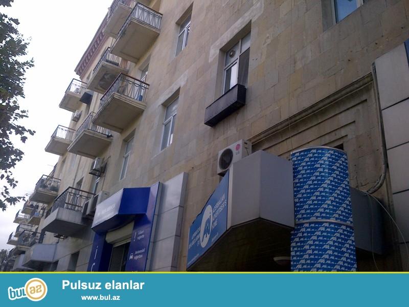 Cдается 2-х комнатная квартира в центре города, по улице Бакиханова, рядом с Российским посольством...