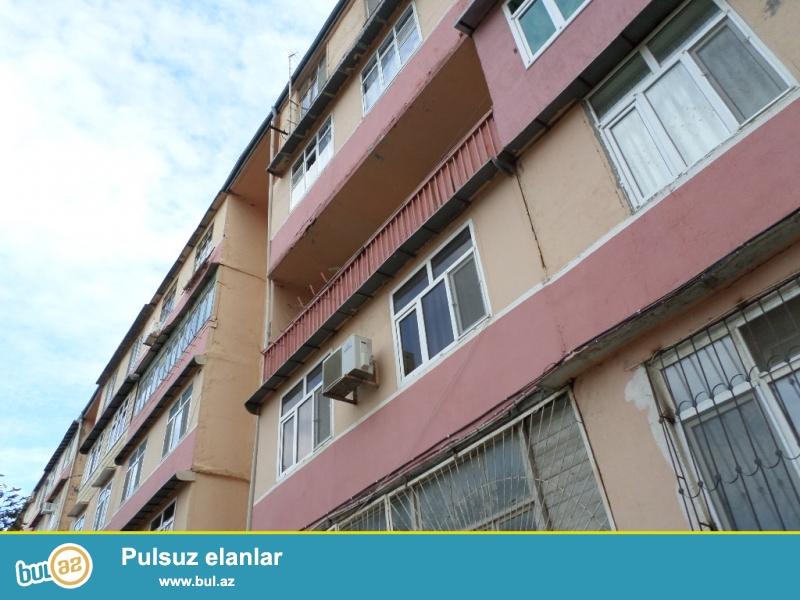 xırdalanda təzə bazara misir parkına yaxın leninqrad proekti 1 otaqlı mənzil satlır...
