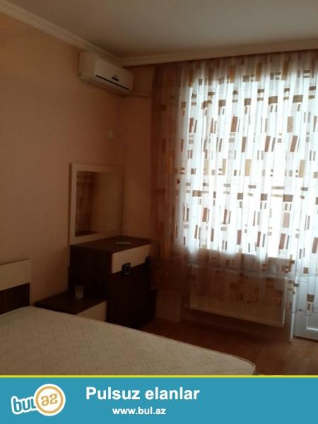 В Ясамальском районе,6 параллельная,над Фаворит Маркетом,срочно сдается 3-ех комнатная квартира,со всей обстановкой...