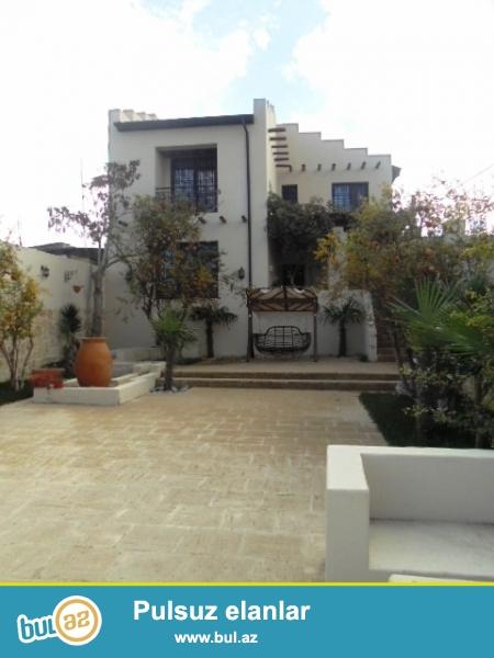 **РУФАТ*АЙНУР**    Продается    новопостроенная дача   в    Мардакане,   возле   Гоша   Гала,   дом построен   в   мароканском    стиле,  расположен  на   5  сотах,   2-х  этажный,   208  кв...