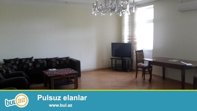 Сдается  3-х  комнатная   квартира   в  8 МКР  около  Истанбул  маркета  ,  10/3   этаж,  общая  площадь  164  кв...