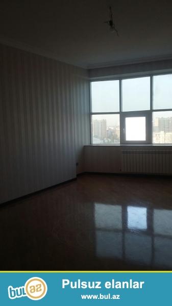 <br /> Очень  срочно ! В близи метро Азадлыг  продаётся    4-х комнатная  квартира нового строения  12/16...