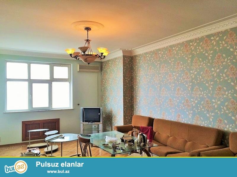 Очень Срочно! На  проспекте Ататурка  около  памятника Айны Султановой   в 5-ти минутах от  м/с *Генджлик*  продается  3х  комнатная квартира  нового  строения 14/16, площадью  135 квадрат...