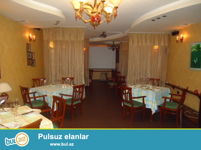 Elmler Akademiyasi metrosuna piyada 5 deqiqelik erazide yerlewen 5 mertebeli binanin yari zirsemisinde umumi sahesi 120 kvm olan restoran satilir...