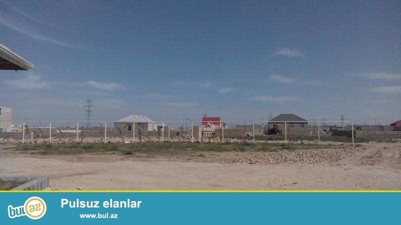 Tecili torpaq satilir zabrat 2 qesebesinde yasayis yeridir komunal xetler var yol safalt qiymeti 1500 3000 arasi