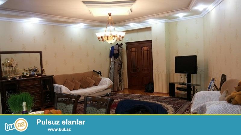 Очень  срочно ! В близи метро Азадлыг  продаётся    3-х комнатная  квартира нового строения  14/17...