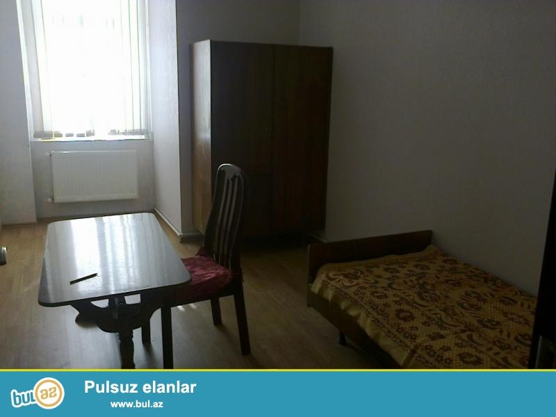 В Насиминском районе,около метро Аджеми,срочно сдается 3-ех комнатная квартира...