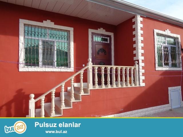 Sabunçu rayonu, Zabrat 1 qəsəbəsi, Kərpic zavod deyilən ərazidə, 198 N-li marşuruta yaxın 2,5 sot torpaq sahəsində 7 daş kürsülü qoşa daşla ümümi sahəsi 125 kv mt olan 4 otaqlı ev tam təmirlidir...