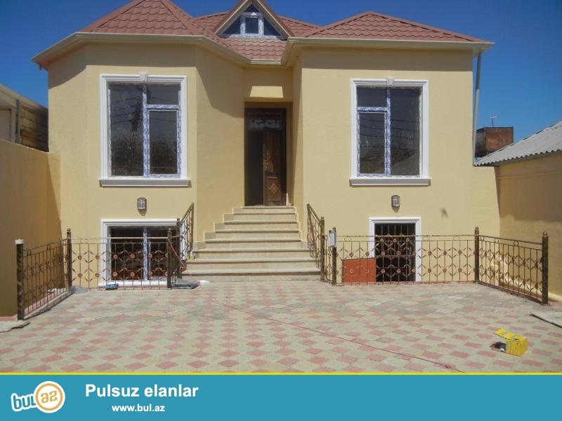 Bineqedide Gulustan 13-de 2,5 sotda 120 kv 2 mertebeli 7 otaqli super evro temirli ev satilir...