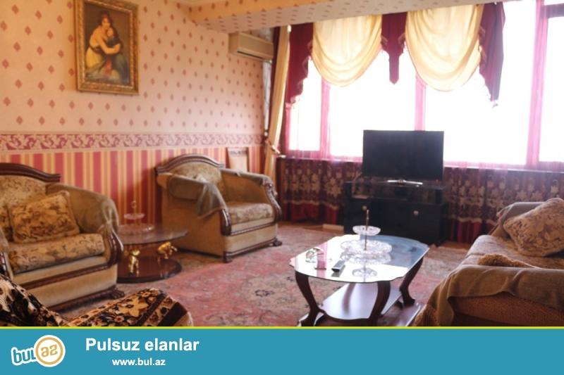 Səbail Rayonu Üzeyir Hacibəyov küçəsi Hökmət evi və Hilton Hotelinə yaxin 10/9 ümumi Sahəsi  110Kv...