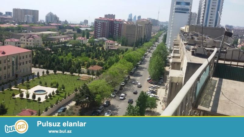 В Ясамальском районе по проспекту Тбилиси очень срочно продается 6-ти комнатная квартира...