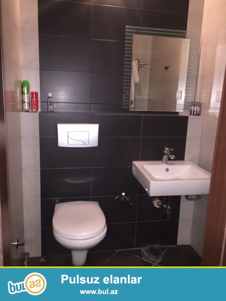 Сдаётся 3-х комнатная квартира около метро Хатаи. Супер евро-ремонт, полностью<br /> обставленная и оборудованная квартира: мягкая и спальная гарнитура, сплит<br /> кондиционеры, ТВ, ББТВ...