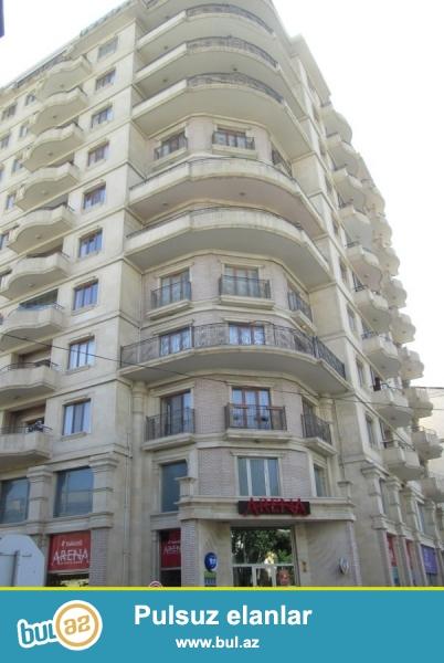 По улице Д. Алиева около к/т Низами сдаётся 3-х комнатная квартира...