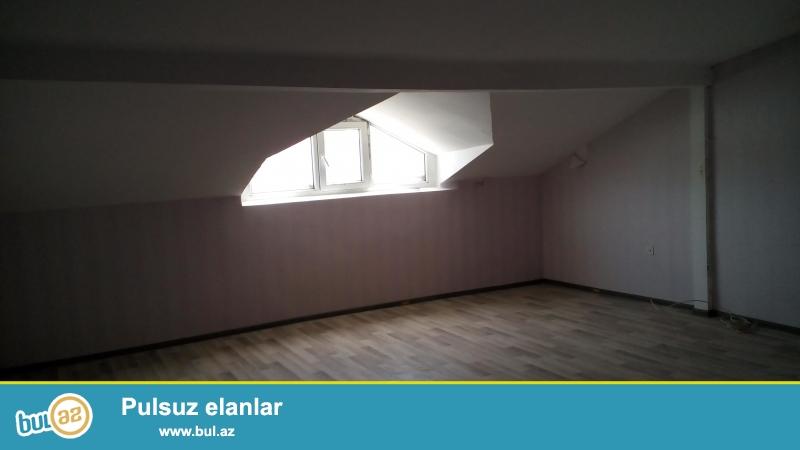 Очень срочно!!!В 10-ти минутах пешком от метро Иншаатчылар в полностью заселённой новостройке продаётся 1-комнатная квартира 12/12(мансарда),со средним  ремонтом,площадью 40 кв...