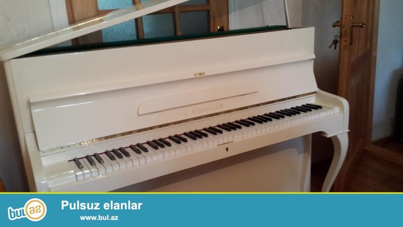 sabalid rengli shols  pianinosu  ela veziyytde  ve aq renglii shiller pianinosu  ideal veziyyetdedir