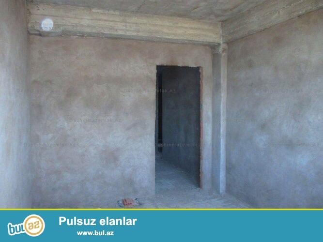 Masazirda Yeni Baki yasayish kompleksinde temirsiz 3 otaqli ev satilir ...
