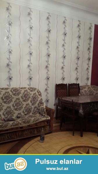 Очень срочно! По проспекту Азадлыг, напротив супермаркета * Прогрес* ,продается  2-х комнатная квартира   старого строения,  проекта Сталинка  , 1/4,  , площадью  51 квадрат...