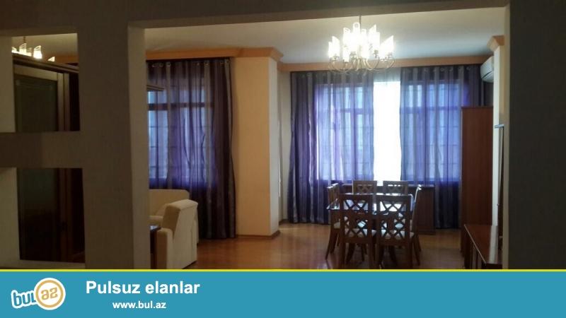 Очень срочно! На Р.Буйбутова  продается  4-х комнатная квартира  площадью 197 квадрат 4/16 , квартира с евроремонтом, обставленная  очень дорогой мебелью, с  большим  балконом  ,  свет, газ и вода постоянно, имеется 2 санузла...