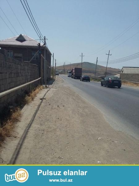 Bineqedide Poliknikanin yaninda esas yolun qiraginda daw hasarda 4 sot (20*20) torpaq cox tecili satilir...