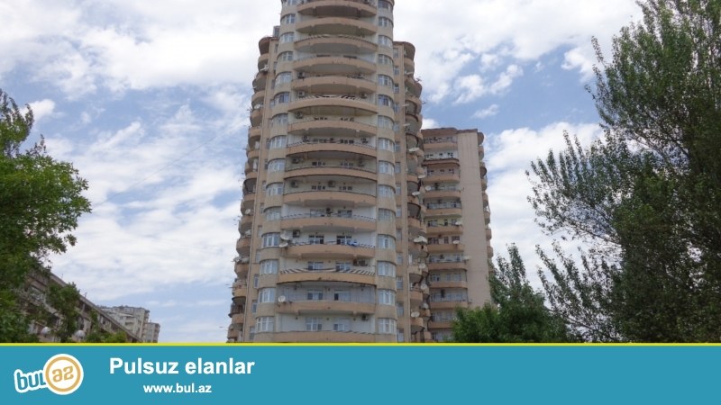 Срочно. Продается за памятником Айна Султанова 3-х комнатная квартира с газом и купчей...
