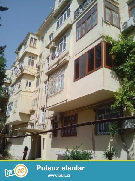 Продается 5-ти комнатная квартира (2+2), рядом с д/т «ЕГАНЯ», по улице Гусейнбала Алиева, проект хрущевка, каменный дом, 2/5, общая площадь 90 кв...