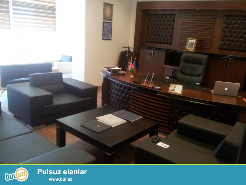 Müdirlər üçün Ofis Mebeli<br /> <br /> Burdakı mebellərə 36 000 EUR pul verilib...