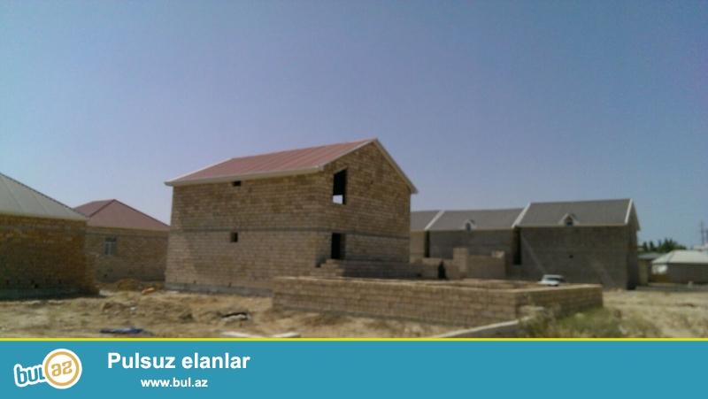 Masazırda, 69 nömrəli marşrut yolunun üstündə, Araz marketin yanında, 2 mərtəbəli yeni tikili  villa...