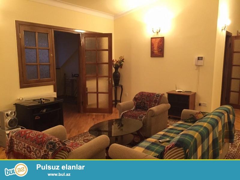 Срочно!  Сдаётся в аренду на долгий срок 5-х комнатная квартира нового  строения,  9/9  расположенная на проспекте  Ататурка  возле памятника  Айны   Султановой  ...